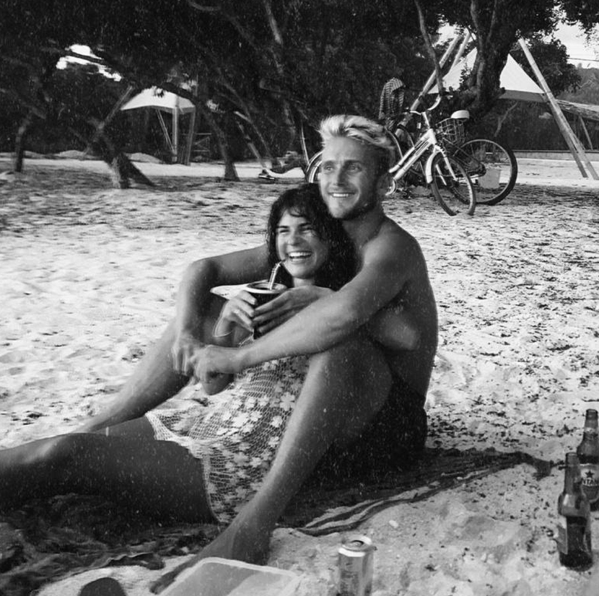"""Luli y Tom, disfrutando de la playa: """"Probó el mate pero no le gustó"""""""