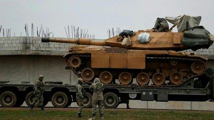 Un tanque turco preparado para las operaciones en Siria