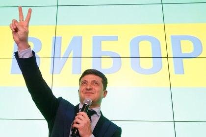 El comediante y candidato presidencial ucraniano Volodymyr Zelenskiy tras la difusión de los exit polls en Kiev (REUTERS/Valentyn Ogirenko)