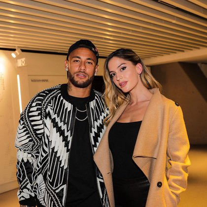 La foto viral de Neymar junto a Natalia Barulích, quien lo fue a visitar y presenció un encuentro del PSG (neymarjr)