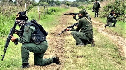Militares venezolanos desplegados en la frontera entre Venezuela y Colombia