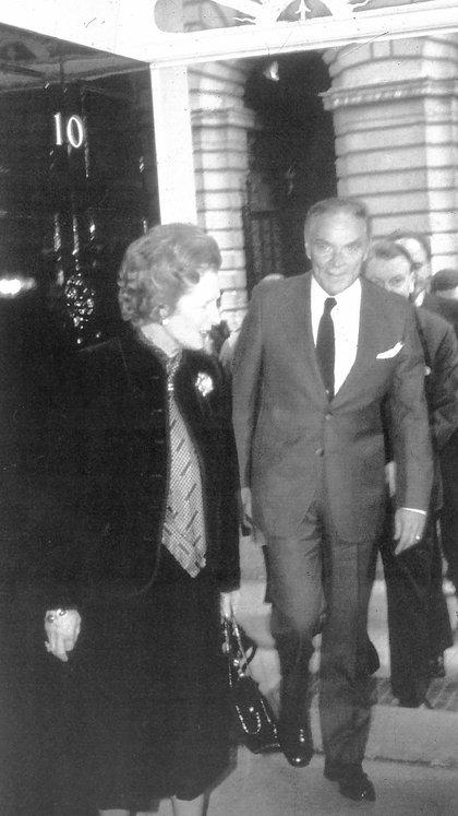 Margaret Thatcher y Alexander Haig, mediador en el conflicto entre el gobierno de la Junta Militar y la dama de Hierro de Gran bretaña