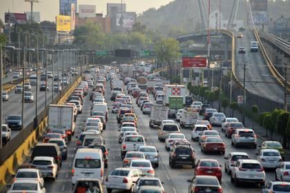 """De acuerdo con medios locales, el programa """"Hoy No Circula"""" ya es obsoleto, porque apenas un 6% del parque vehicular descansa una vez a la semana (Foto: Armando Monroy/ Cuartoscuro)"""