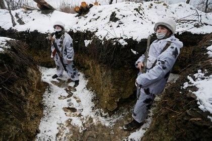 Milicianos de la autoproclamada República Popular de Luhansk en el frente de Zholobok (Reuters/ Alexander Ermochenko)