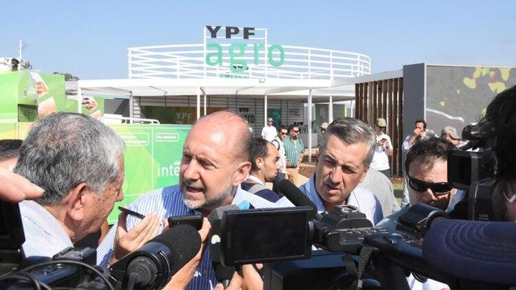 El gobernador de Santa Fe, Omar Perotti, anunció que cortará el suministro eléctrico a las empresas de actividades esenciales que no cumplan con el protocolo de seguridad e higiene