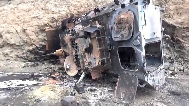 Este transporte blindado de tropas ha quedado completamente destruido tras los combates (AFP)