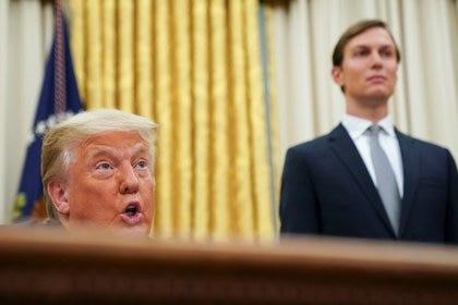 Donald Trump y uno de sus asesores preferidos: su yerno Jared Kushner (REUTERS/Kevin Lamarque)