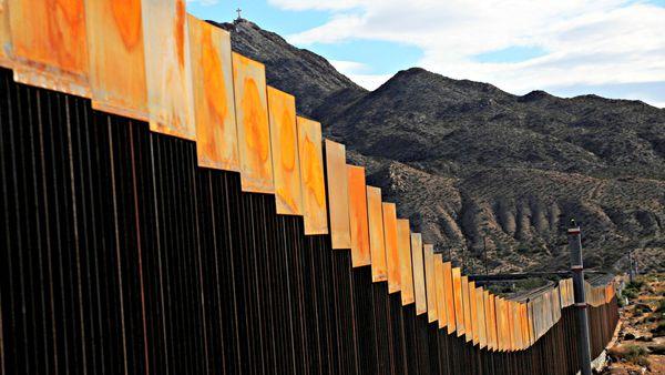 Donald Trump planteó la idea de un muro con paneles solares en la frontera con México