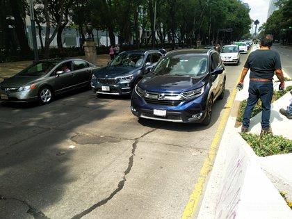 Marcha AntiAmlo en autos de lujo Foto: Tw / @jumada40