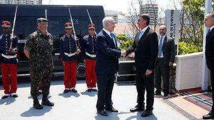 Bolsonaro y Netanyahu se saludan (REUTERS)
