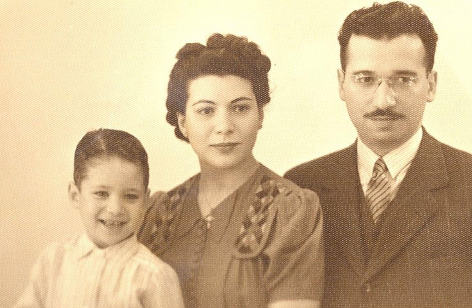 Alberto Cormillot fue el único hijo de Esther y Alberto: nació el 31 de agosto de 1938 en el barrio porteño de Floresta, detrás de la farmacia que era de su abuelo