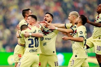 Foto de archivo de jugadores del América celebrando un gol . Estadio Azteca, Ciudad de México. 29 de diciembre de 2019. REUTERS/Henry Romero