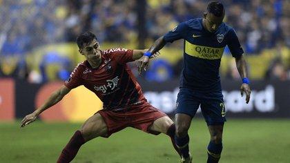 Sebastián Villa, en un encuentro ante Athletico Paranaense por la Copa Libertadores 2019 (Photo by Juan MABROMATA / AFP)