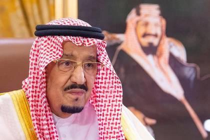 Foto de archivo del rey Salman de Arabia Saudita dando un discurso televisado en Riad.  Mar 19, 2020.  Bandar Algaloud/Cortesía de Arabia Saudita/Handout via REUTERS  ATENCIÓN EDITORES, ESTA IMAGEN FUE PROVISTA POR UNA TERCERA PARTE.