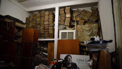 La pieza de los padres de Diego donde hoy guardan las 10 mil revistas que los Pérez tienen con Maradona en la tapa