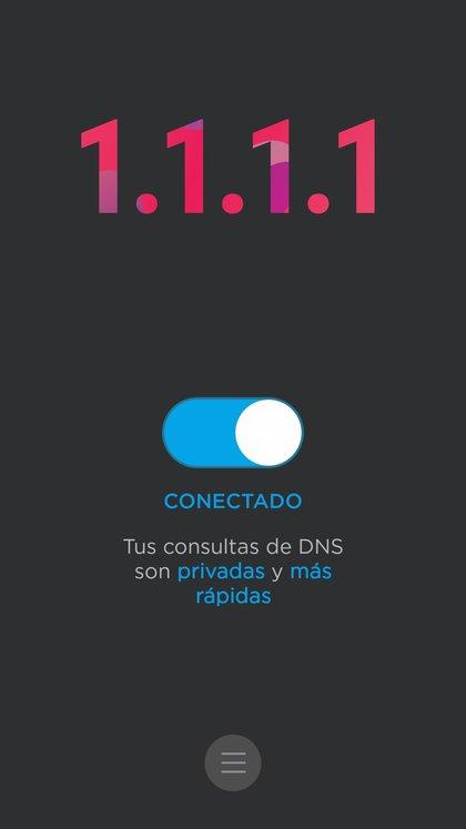 """Una vez que se descargó la app hay que activar el botón """"conectado"""" y entonces las consultas de DNS que se hagan desde el móvil estarán protegidas."""