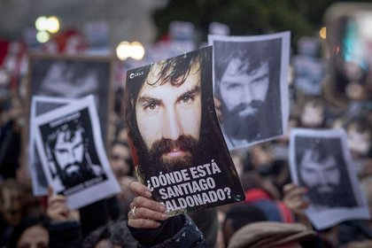 Santiago Maldonado desapareció el 1° de agosto de 2017 y fue hallado muerto el 17 de octubre