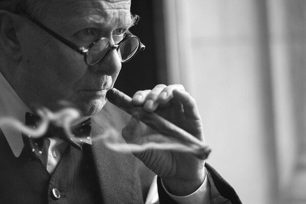 Gary Oldman pasó más de 200 horas en un centro especializado para convertirse en Winston Churchill al tiempo que se probaba innumerables maquillajes, pelucas y trajes.