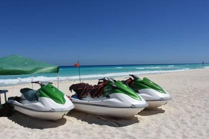 Las playas de Cancún se muestran vacías ante las medidas de aislamiento social en México (Foto: Cuartoscuro)