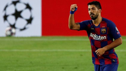 FILE PHOTO: Soccer Football - Champions League - Round of 16 Second Leg - FC Barcelona v Napoli - Camp Nou, Barcelona, Spain - August 8, 2020  Barcelona's Luis Suarez celebrates scoring their third goal, as play resumes behind closed doors following the outbreak of the coronavirus disease (COVID-19)  REUTERS/Albert Gea/File Photo