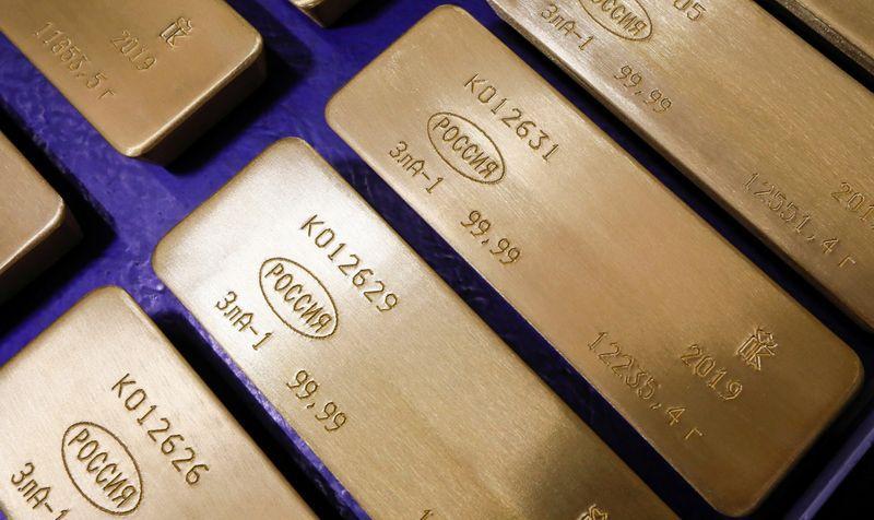 Foto de archivo. Lingotes de 99,99% oro puro en la planta manufacturera de metales no ferrosos, Krastsvetmet, en Krasnoyarsk, Rusia. 9 de abril de 2019. REUTERS/Ilya Naymushin.