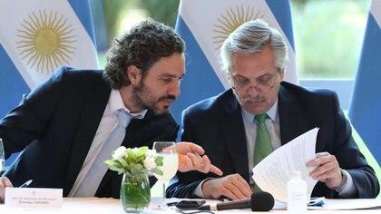 Alberto Fernández junto al Jefe de Gabinete, Santiago Cafiero (Presidencia)
