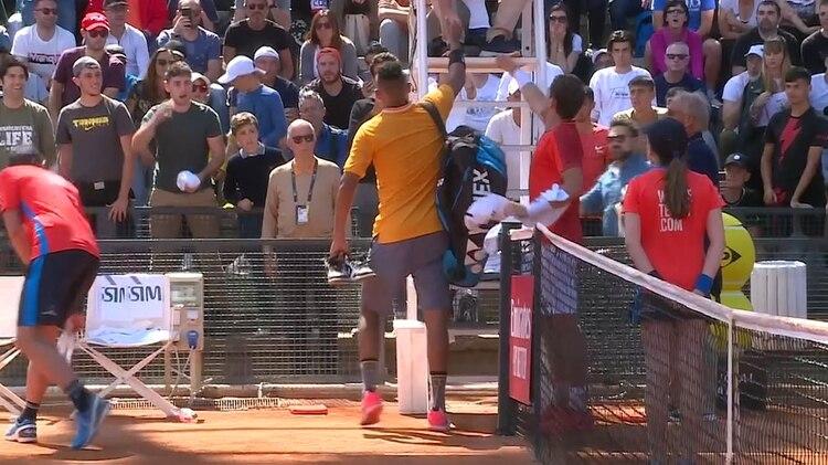 Nick Kyrgios armó un escándalo y se retiró dándole la mano al umpire en su partido ante Casper Ruud el Masters 1000 de Roma