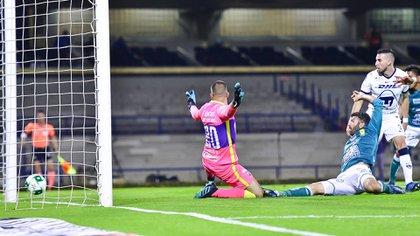 Con todo en contra, Emmanuel Gigliotti empató el partido, gracias a un gran centro de Avión Ramírez (Foto: Twitter / @clubleonfc)