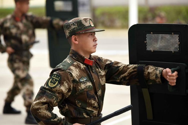 Soldados chinos durante un entrenamiento (Sipa Asia/Shutterstock)