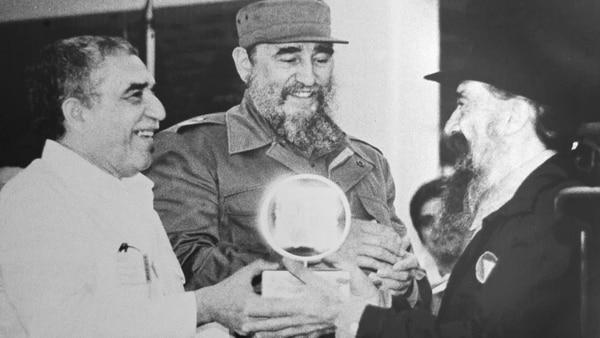 Fernando Birri con Gabriel García Márquez y Fidel Castro