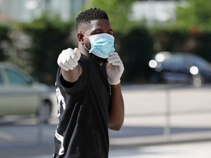 FC Barcelona's Samuel Umtiti wearing a protective face mask and gloves at Ciutat Esportiva Joan Gamper training ground for COVID-19 tests following the outbreak of the coronavirus disease (COVID-19), Barcelona, Spain, May 6, 2020. Miguel Ruiz/FC Barcelona/Handout via REUTERS. MANDATORY CREDIT. THIS IMAGE HAS BEEN SUPPLIED BY A THIRD PARTY. NO RESALES. NO ARCHIVES