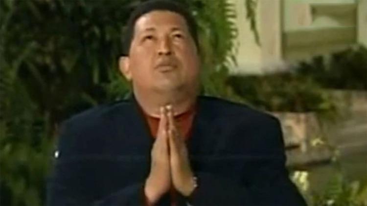 El libro anterior de David Placer exploró la relación de Hugo Chávez con la santería.