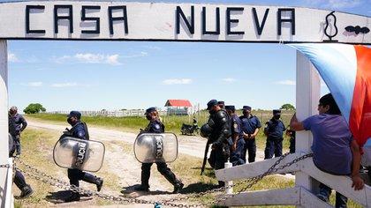 Treinta militantes de la organización de Juan Grabois podrían ir a juicio por la usurpación del campo de Luis Etchevehere