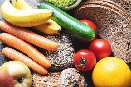 Para perder peso conviene una dieta que incluya mucha verdura, cereales integrales y poca azúcar. Foto: Robert Günther/dpa