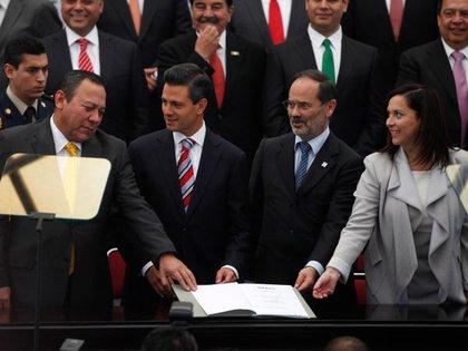 Firma del Pacto por México Fotografía: Archivo