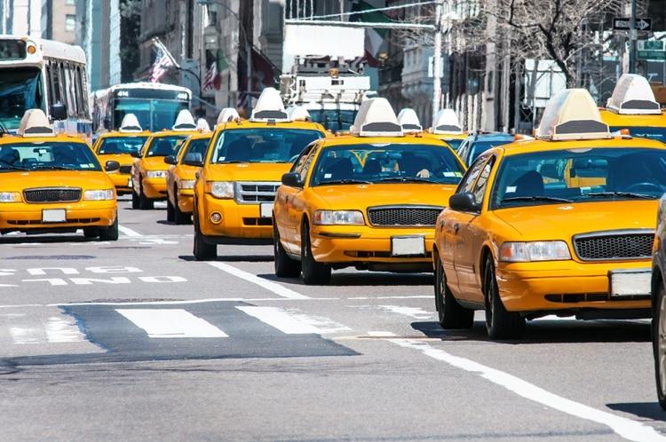 La crisis de los taxis en Nueva York se debe tanto a Uber como a la burbuja que infló el precio de las licencias entre 2002 y 2014. (Shutterstock)