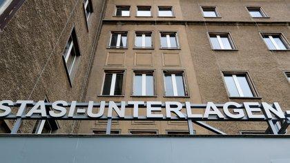 La entrada al archivo central de la Stasi en Berlín (REUTERS/Fabrizio Bensch)
