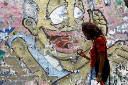 18/08/2020 Una mujer pasea por una calle de Caracas POLITICA SUDAMÉRICA VENEZUELA INTERNACIONAL JUAN CARLOS HERNANDEZ / ZUMA PRESS / CONTACTOPHOTO