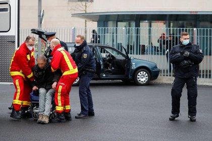 El hombre fue de inmediato detenido por los servicios de seguridad, (REUTERS/Fabrizio Bensch)
