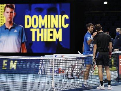 La felicitación de Djokovic a Thiem, que disputará su segunda final consecutiva en el Torneo de Maestros de Londres (Reuters/Paul Childs)