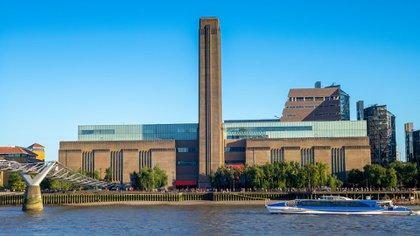 El Tate Modern fue uno de los edificios públicos más impresionantes del mundo cuando se inauguró al comienzo del milenio, y sigue siéndolo hoy. El entonces desconocido dúo suizo de Herzog & de Meuron, estableció el estándar para la reutilización imaginativa de la infraestructura industrial durante las próximas dos décadas y, muy probablemente, para el resto del siglo (Shutterstock)