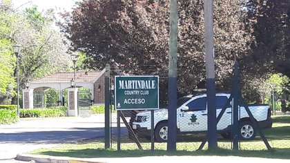 El ingreso al country Martindale.