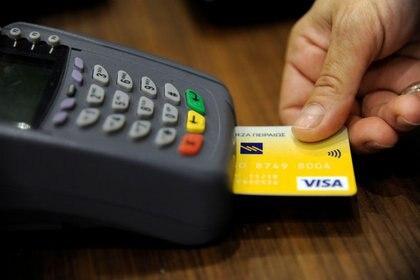 En caso de solicitar un crédito, es importante analizar y comparar todas las opciones (Foto: Michalis Karagiannis/ Reuters)