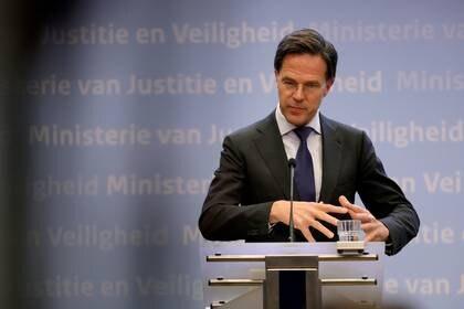 El primer ministro Mark Rutte habla en una conferencia de prensa en La Haya, el 19 de marzo (REUTERS/Eva Plevier/File Photo)