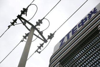 El logo de ZTE en sus oficinas en Beijing (REUTERS/Jason Lee/Archivo)
