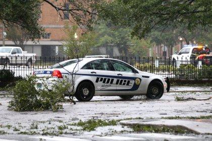 Un vehículo de la policía durante el paso del Huracán Sally en Alabama. REUTERS/Jonathan Bachman