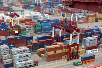 Los importadores de productos chinos podrán comprar yuanes para pagar a sus proveedores y así requerirán menos dólares.