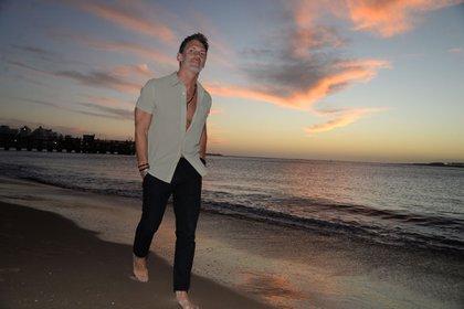 Leo Mateu disfruta hace años los veranos en Punta del Este. Hace 22 años que se dedica profesionalmente a trabajar en el mundo de las relaciones públicas
