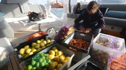La previsión de alimentos fue hecha sobre la base de una navegación de un mes y medio. Fotos: Fernando Calzada.