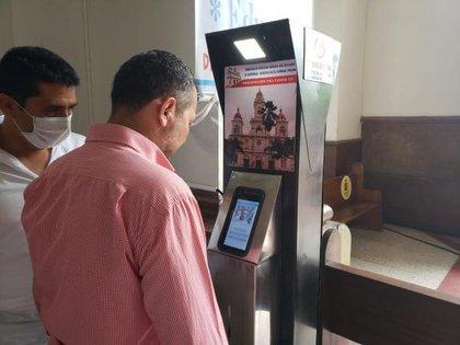 En la parroquia de Espianal, en Tolima, se hizo el primer piloto instalando estas estaciones para medir la temperatura de los fieles que asistan a los servicios religiosos.